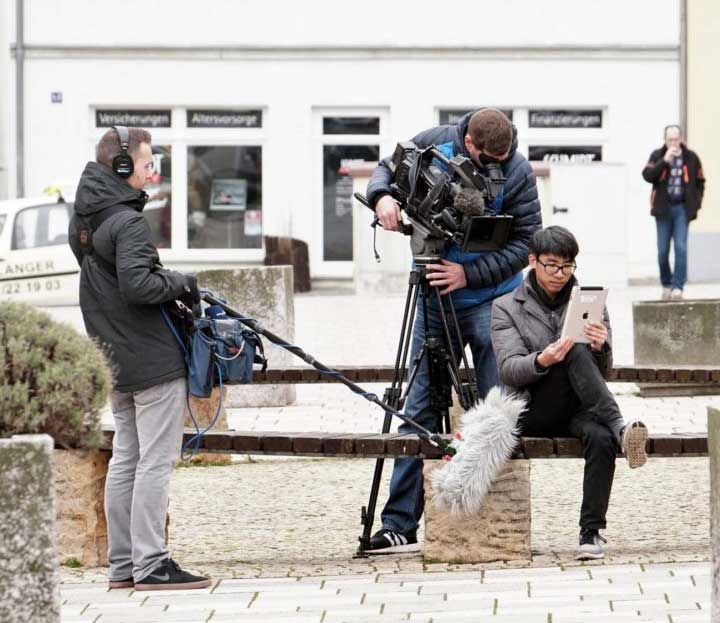 Kamerateam bei Dreharbeiten in Zeitz