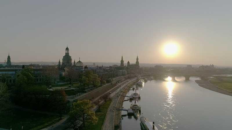 Skyline von Dresden mit Kameradrohne gefilmt